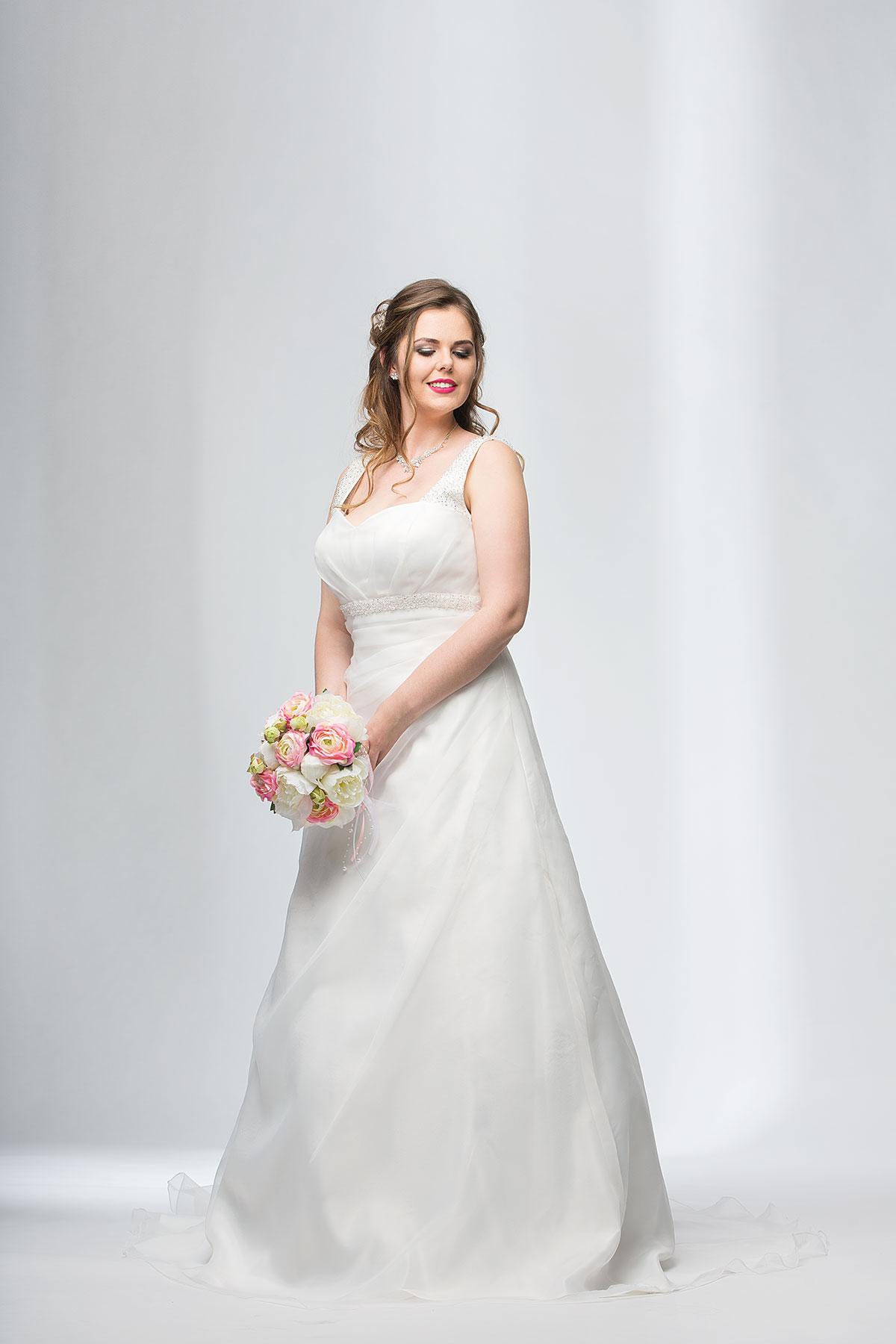 Brautkleider in große Größen › Brautmode Nauheim